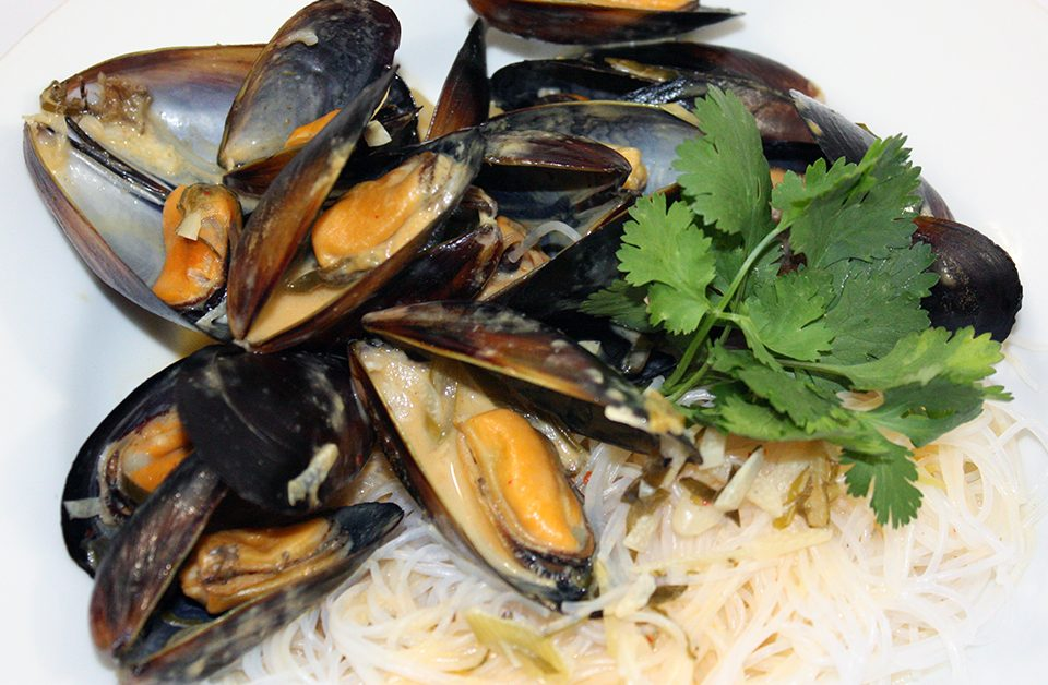 Thai Mussels with Glass Noodles